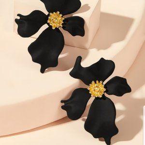 New! Anthro Dogwood Flower Post Earrings